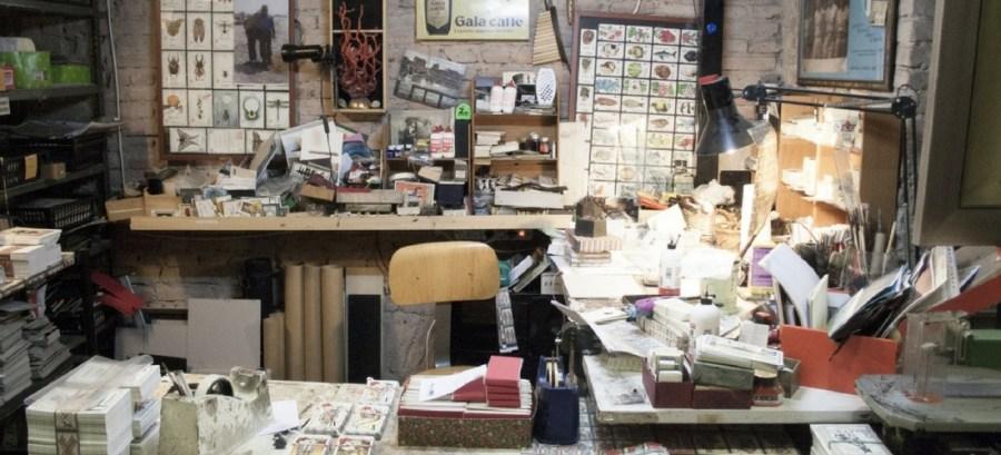 Milão, artesão realiza tarô pintado à mão