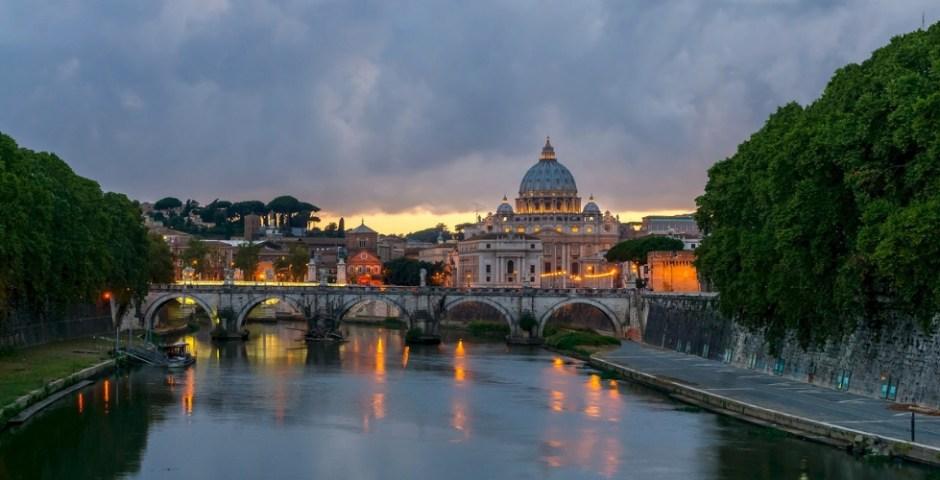 rio Tibre e cúpula do Vaticano