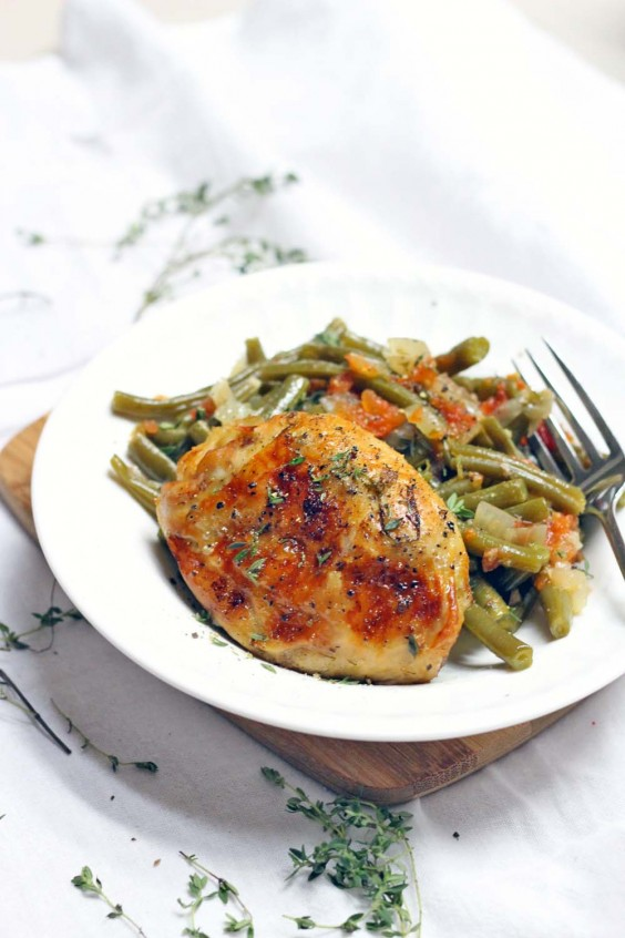 9. Greek-Style Green Beans and Chicken Thighs