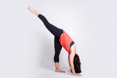 yoga poses the 10 best moves to stay fit while traveling
