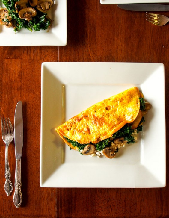 5. High-Protein Cottage Cheese Omelette With Kale and Mushrooms