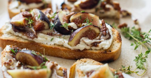 Figs + ricotta + balsamic = yum!