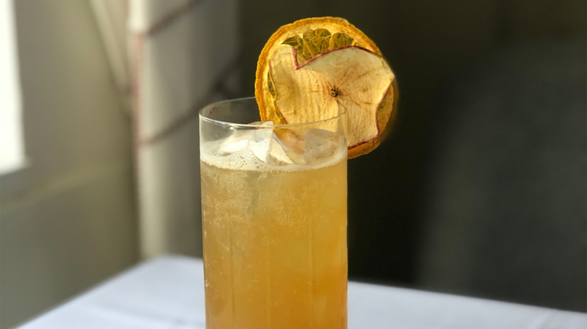 Apple highball mocktail