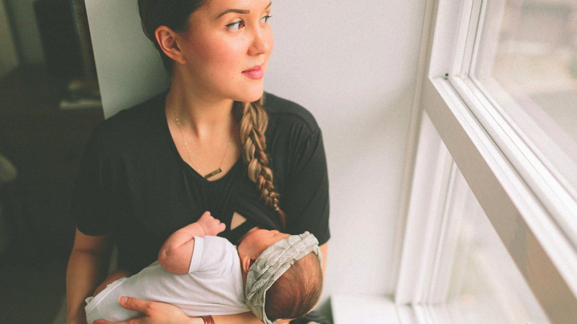 Cluster Feeding: What to Expect and Tips for Managing It