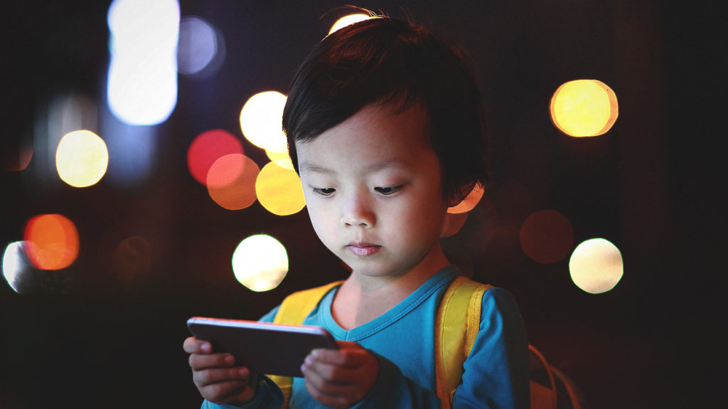 Kids Turn To Screens To Cope With >> How Does Screen Time Affect Kids Brains