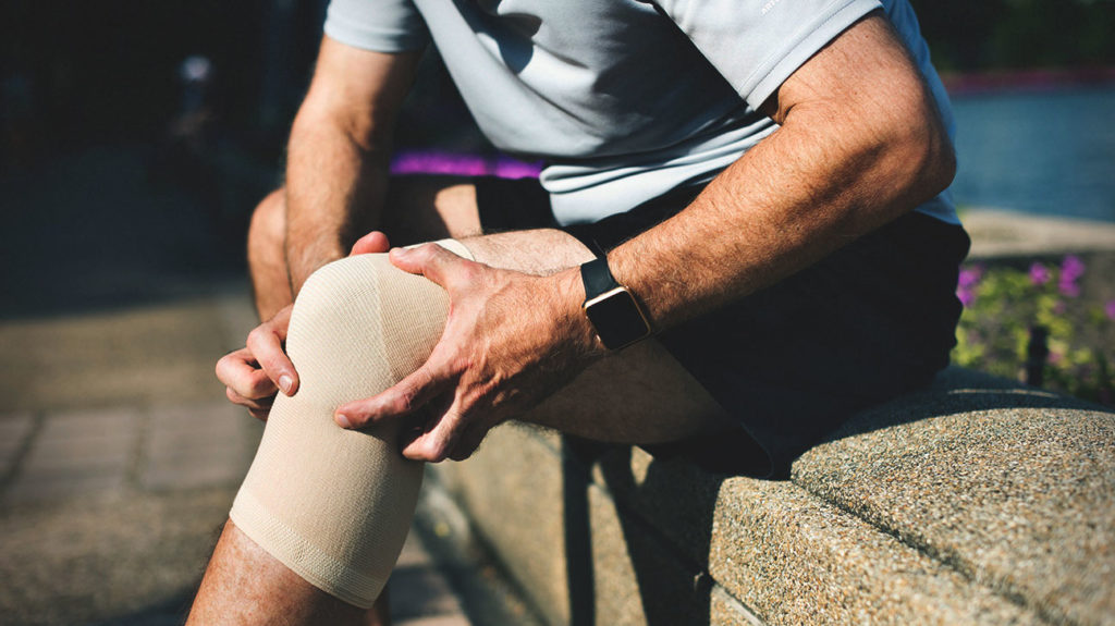 Finger Joint Swelling May Be a Sign of Knee Osteoarthritis