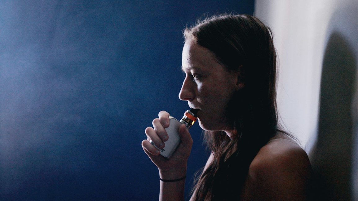 Many Teens Think E-Cigs Are Nicotine-Free, They're Not