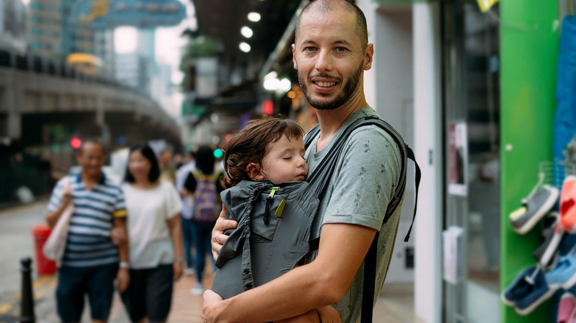 Guide to Baby Wearing: Benefits, Safety Tips, and How To