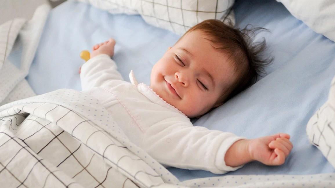 رضيع نائم