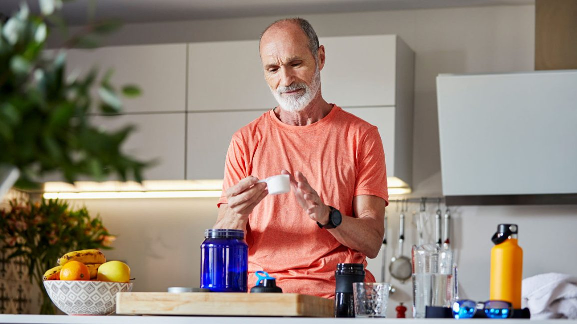 Man measuring out creatine powder