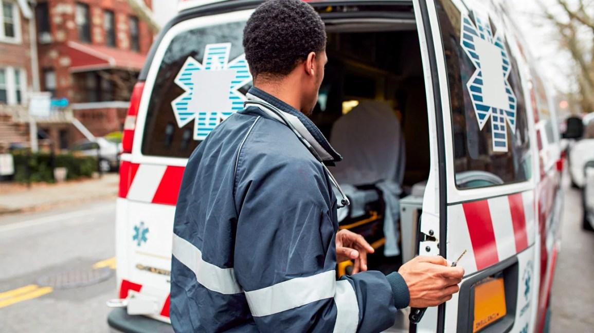 Ambulância em resposta a emergências