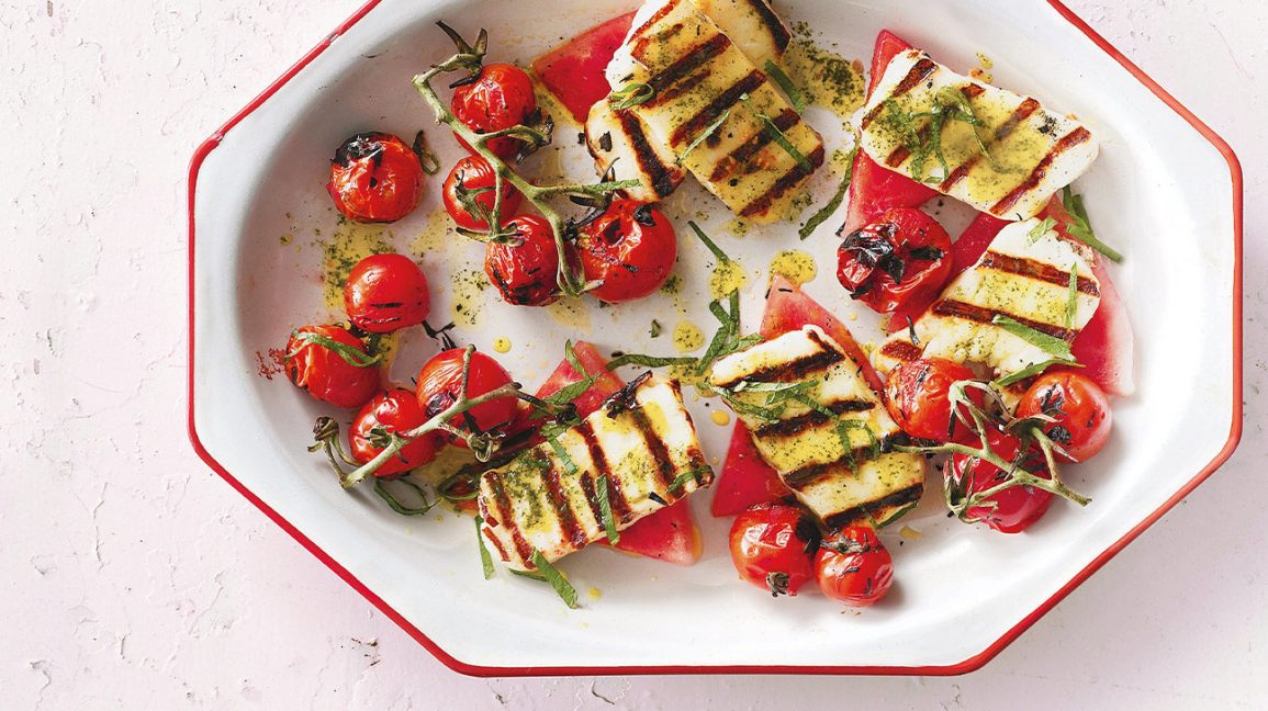 Grilled halloumi with tomatoes