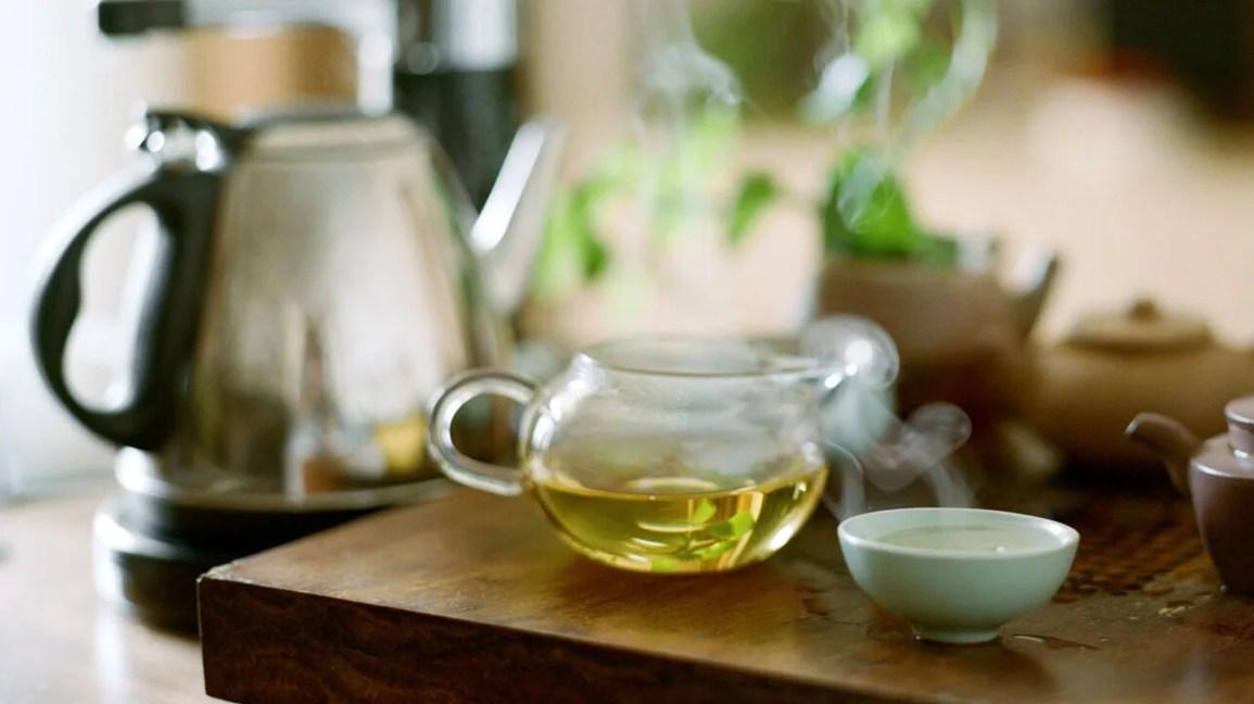 Diğer risk faktörleriyle birlikte çok sıcak çay içmek, bazı kanser türlerini geliştirme şansınızı artırabilir.