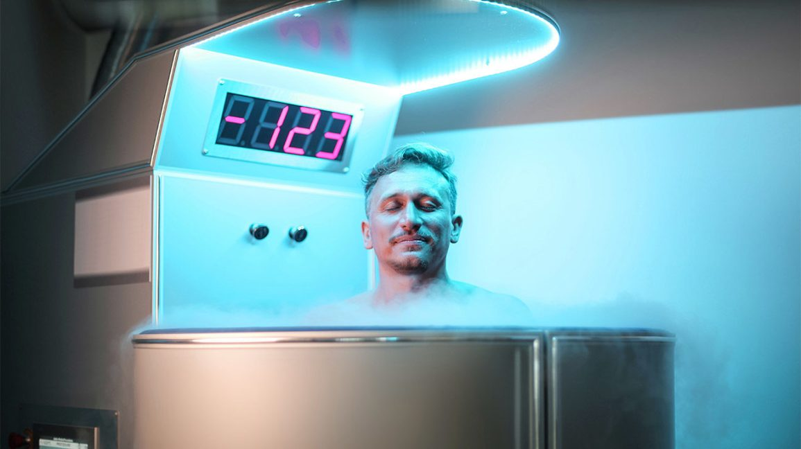 cryotherapy weight loss, man in cryotherapy tank