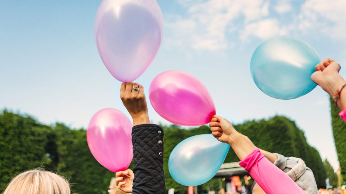 pink and blue balloons for gender reveal