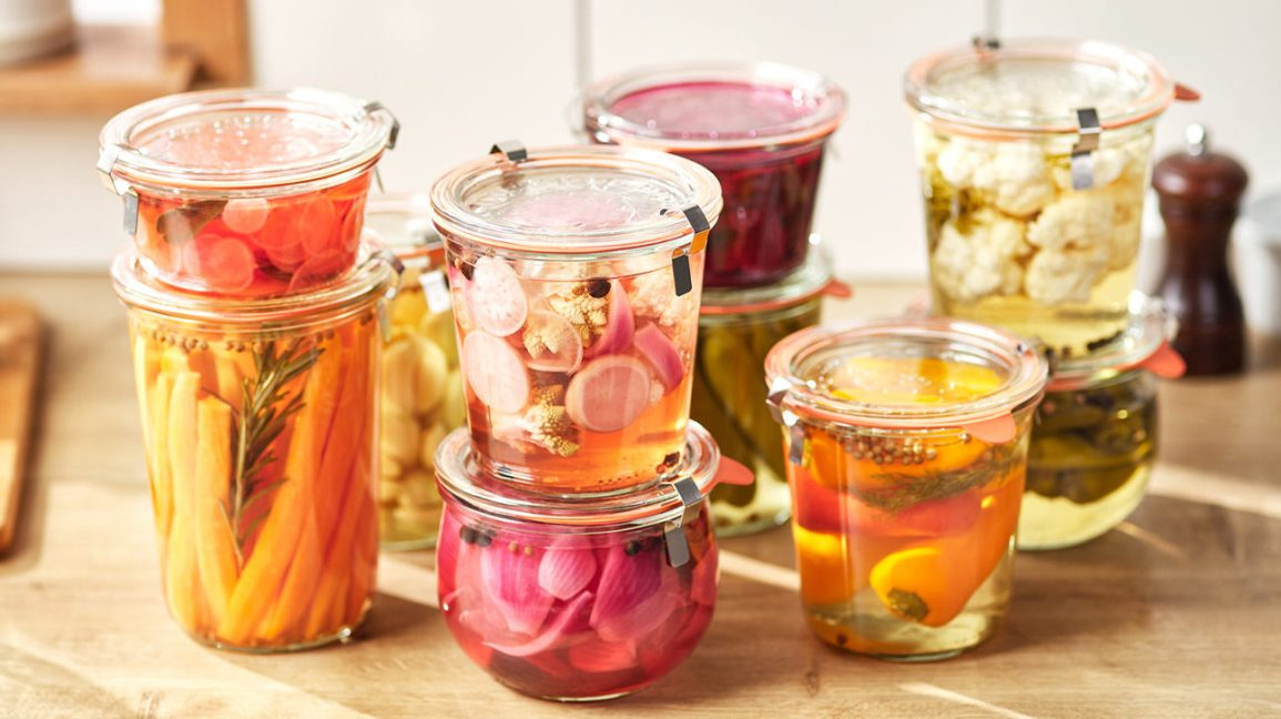 Pickled vegetables with lactic acid