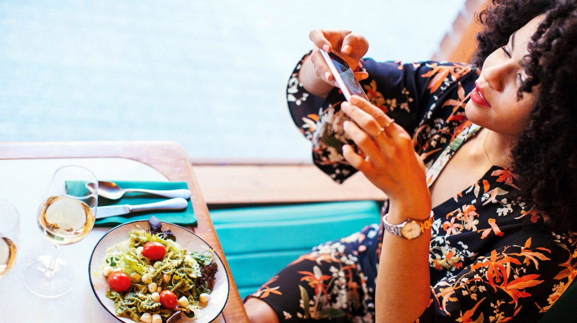 How Your Social Media Feed Can Impact Your Diet