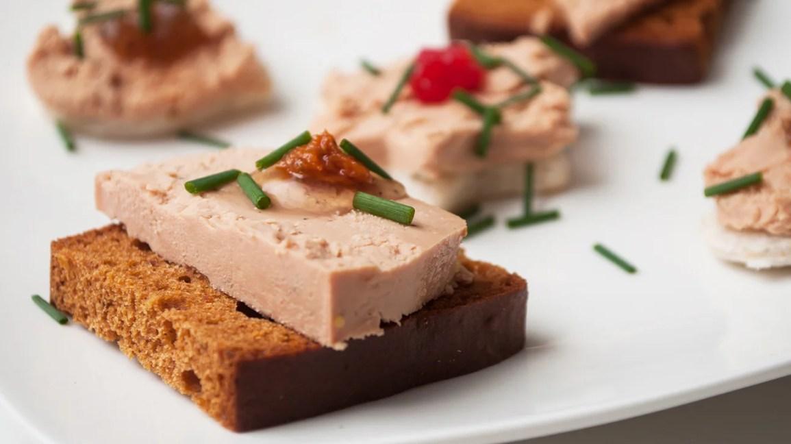 Pâté de foie gras on bread