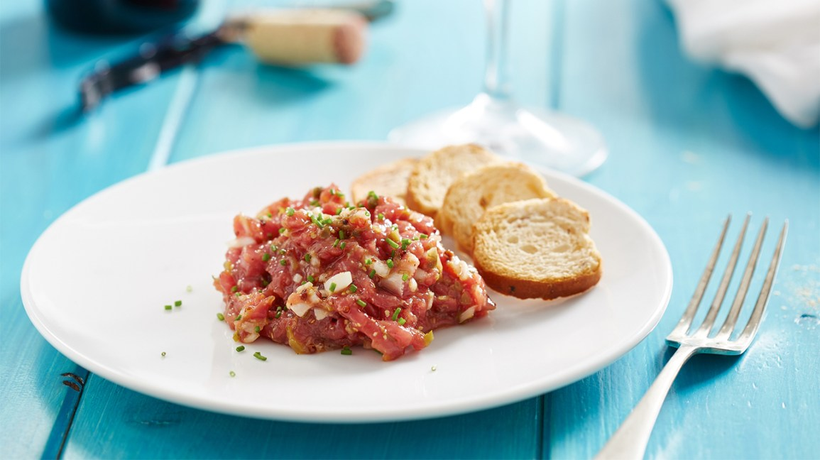 Raw beef steak tartare