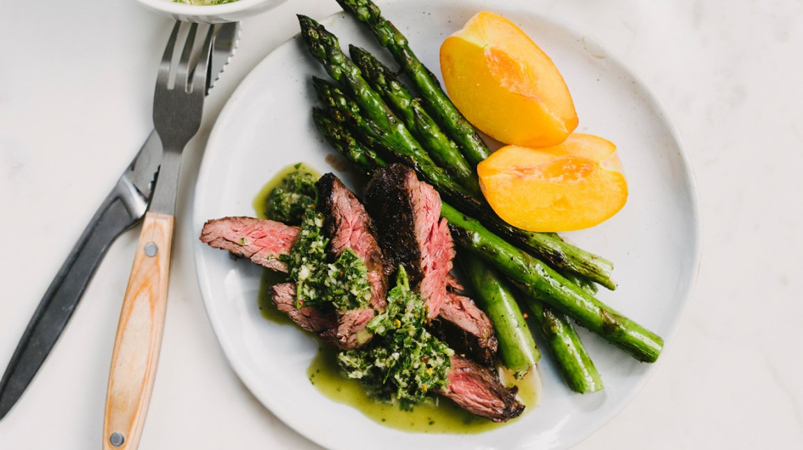 Sulfur-rich meal with steak, asparagus, and peach
