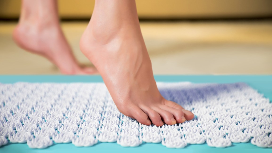 acupressure mat with hundreds of plastic points clustered together like flowers