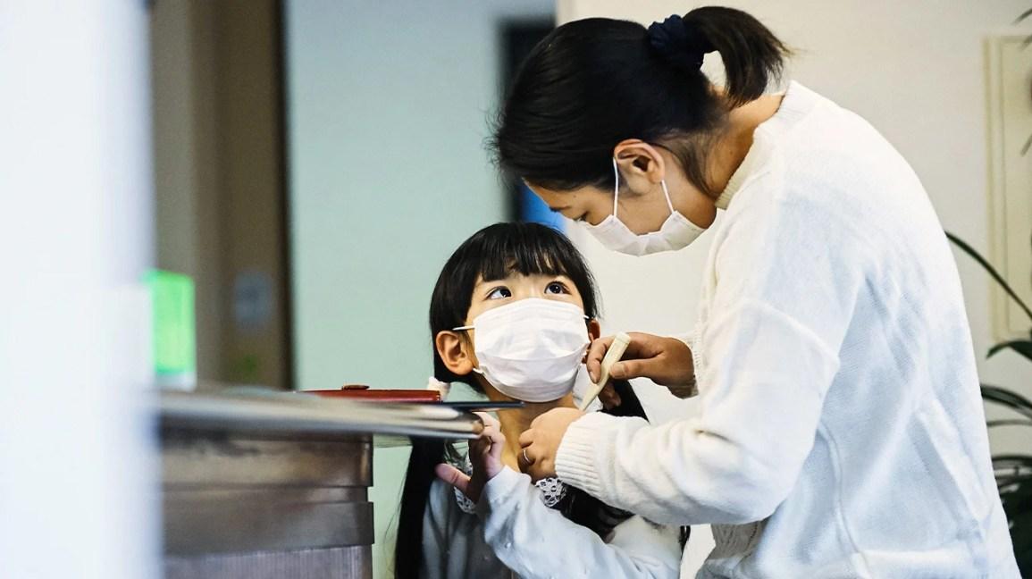 mom woman kid face mask hospital 1296x728 header