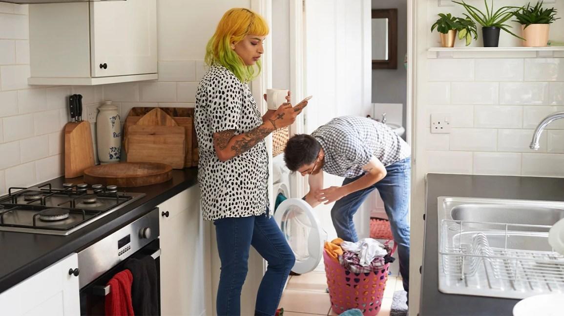 Les vêtements et les chaussures peuvent-ils amener le COVID-19 dans votre maison?