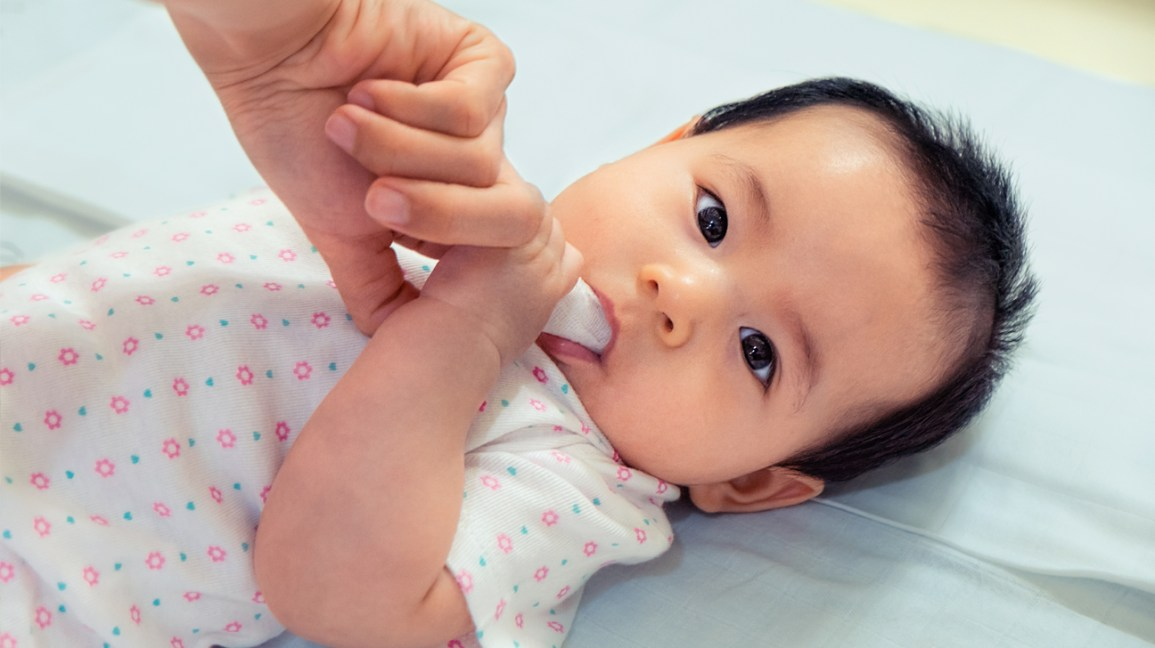 Boca de bebê adulto limpeza