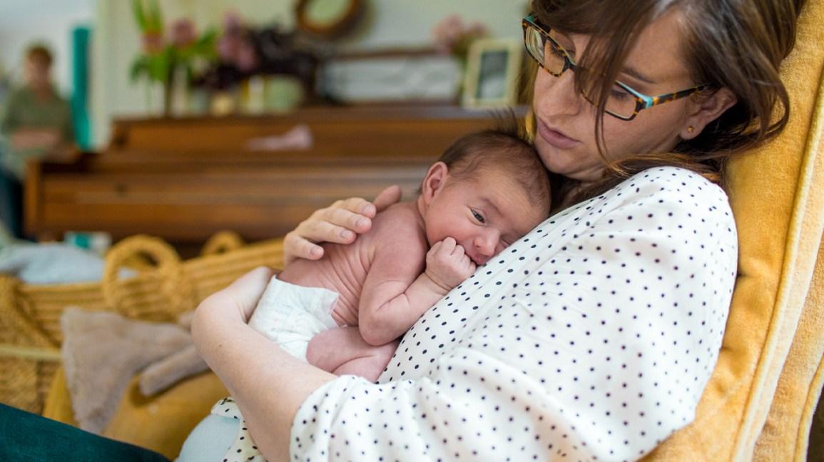 30 Adorable Newborn Babies' Photographs | Baby girl photography ... | 648x1155