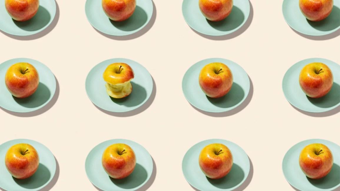 Platos con manzanas