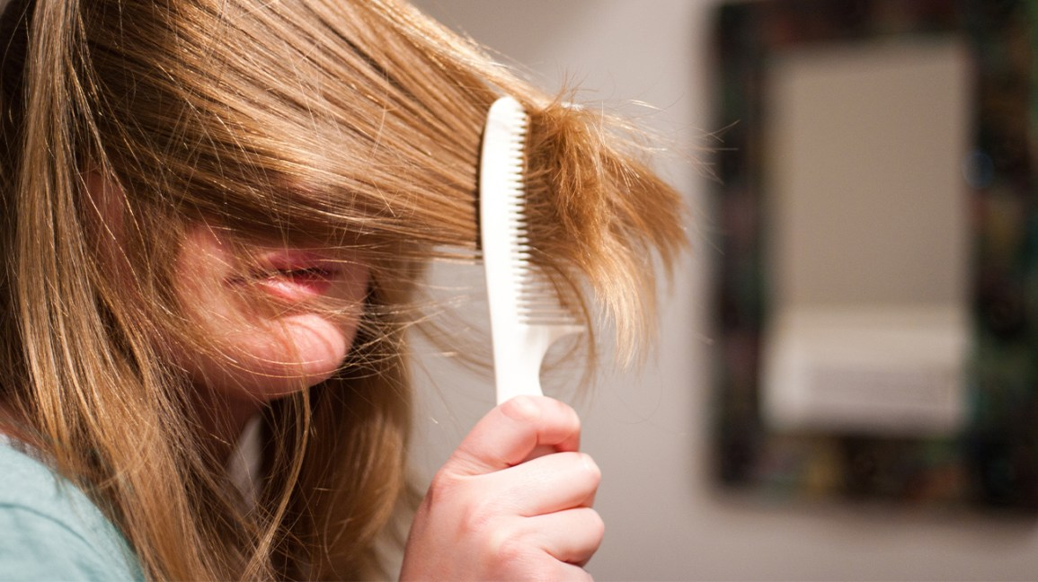 how to use leave in conditioner, woman running comb through her hair