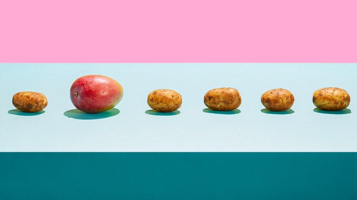 Six potatoes lined up in a row, one larger than the others to represent the different sizes of ovarian cysts.
