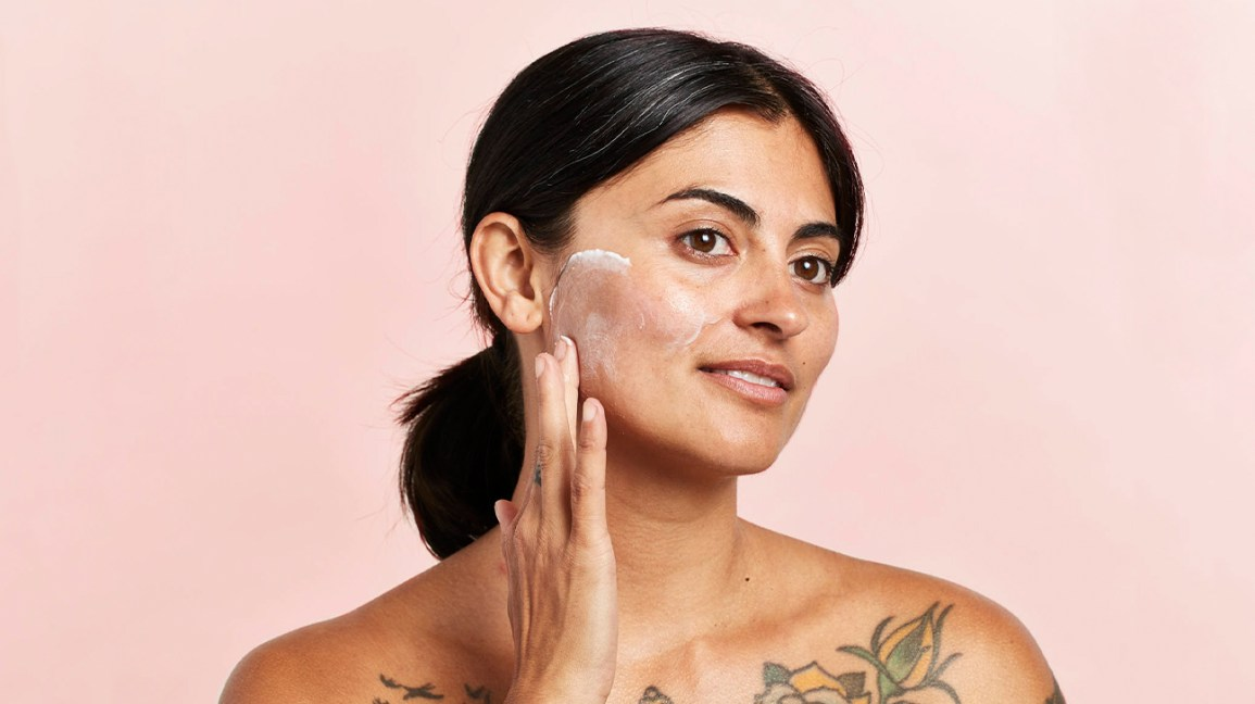 gommage, woman exfoliating with Gommage