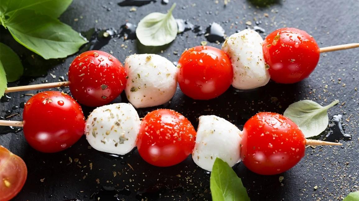 espetos de tomate mussarela