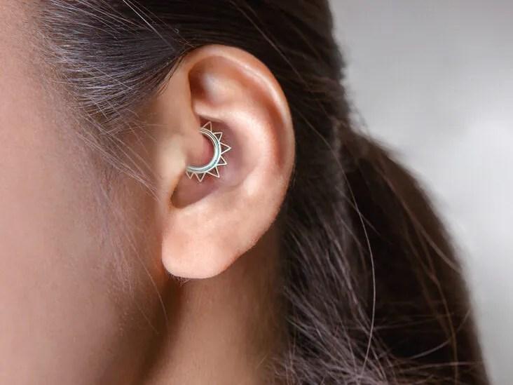 """Tragus Piercing (tragus) - """"a legkényesebb és nőies piercing tragusa (tragus piercing) - csak"""