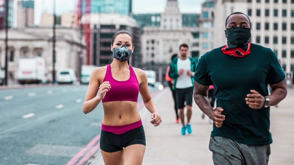 Running with a Mask: Pros & Cons, and Types of Masks to Wear