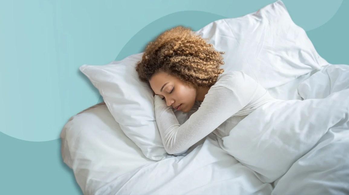 mulher dormindo no colchão