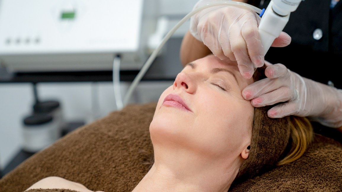 woman laser treatment