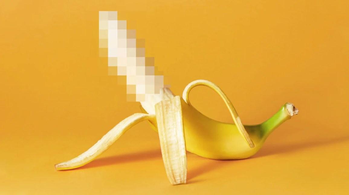 Close-up de banana em fundo amarelo