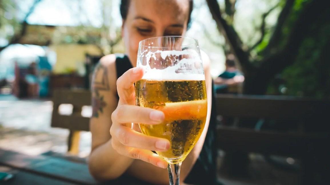 kadin, stok, şarap kadehi, bira