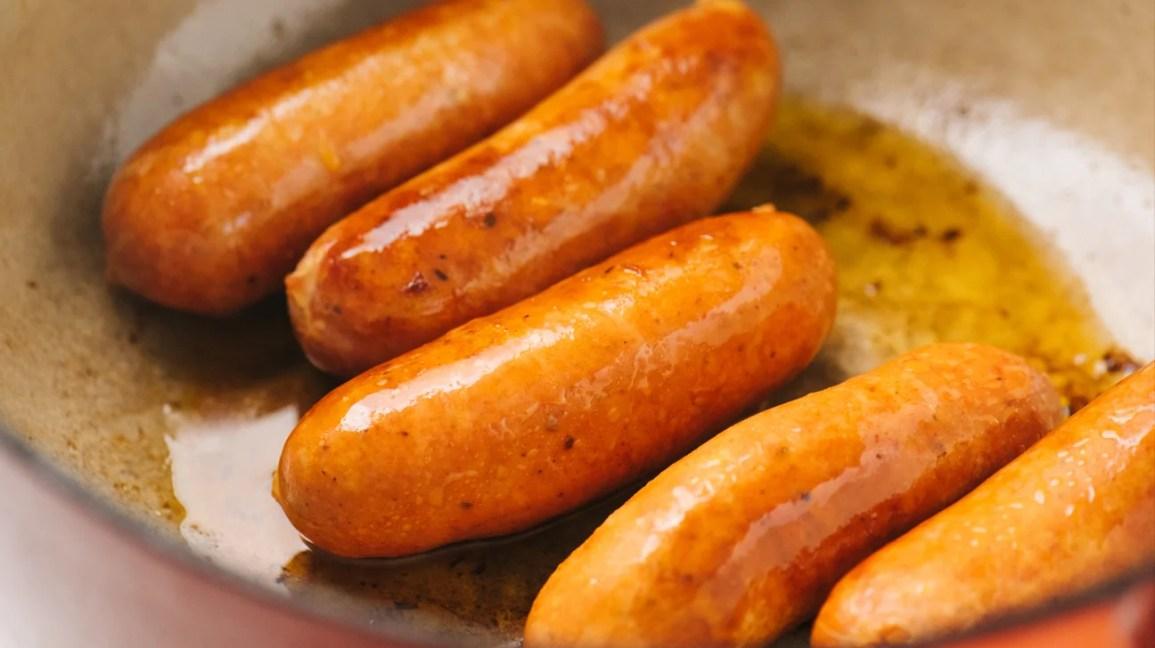 Chorizo che brucia in padella