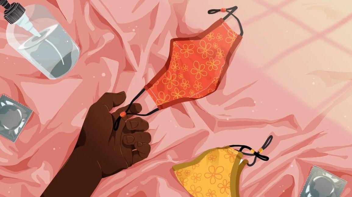 buruşuk pembe bir battaniyenin üzerine turuncu ve kırmızı çiçekli bir yüz maskesi koyan bir kişinin elinin kırpılmış çizimi;  yatağa sarı ve çiçeksi bir maske, bir prezervatif ve bir şişe kayganlaştırıcı da yerleştirildi