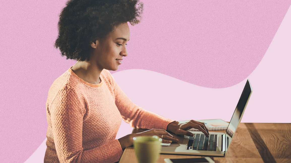 Woman participating in an online bipolar support group
