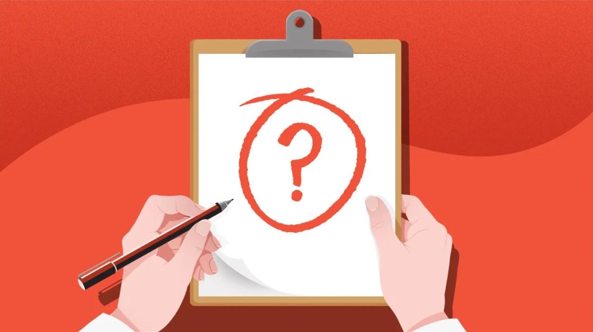 Ilustração de mãos segurando uma prancheta com um ponto de interrogação escrito nela