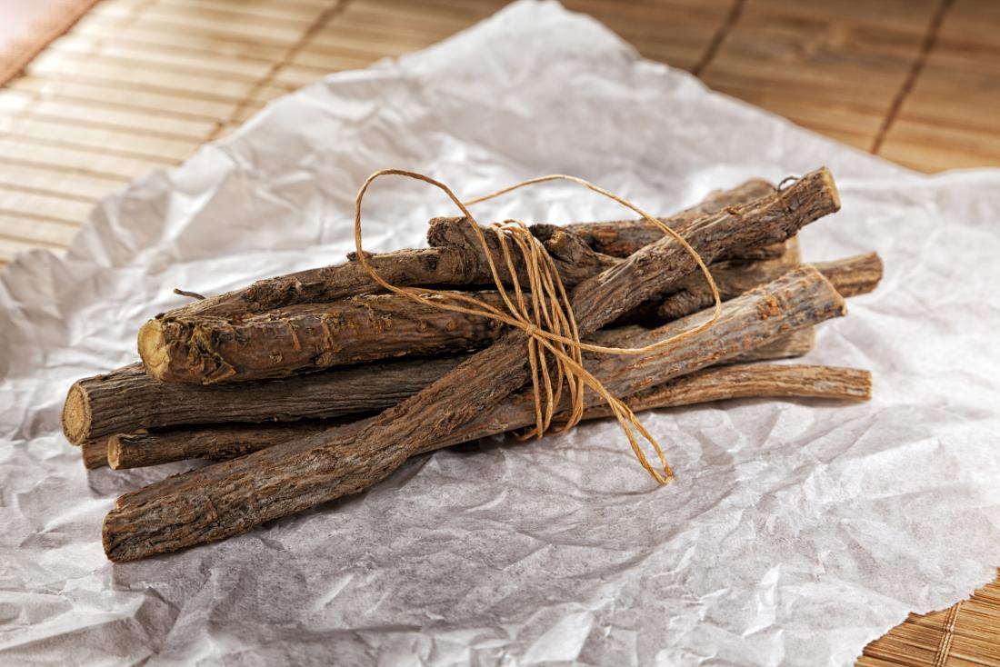 licorice-roots-in-pile