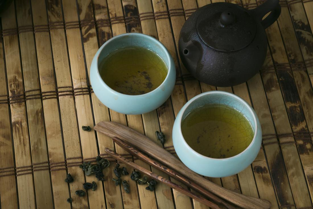 pot-and-cups-of-green-tea