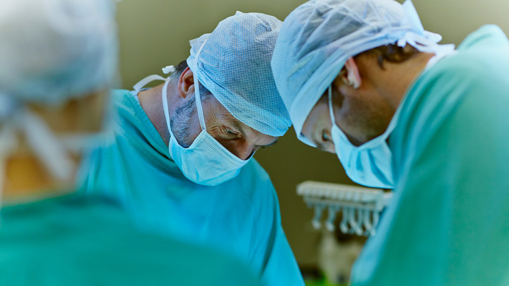 surgeons performing a Tubal ligation