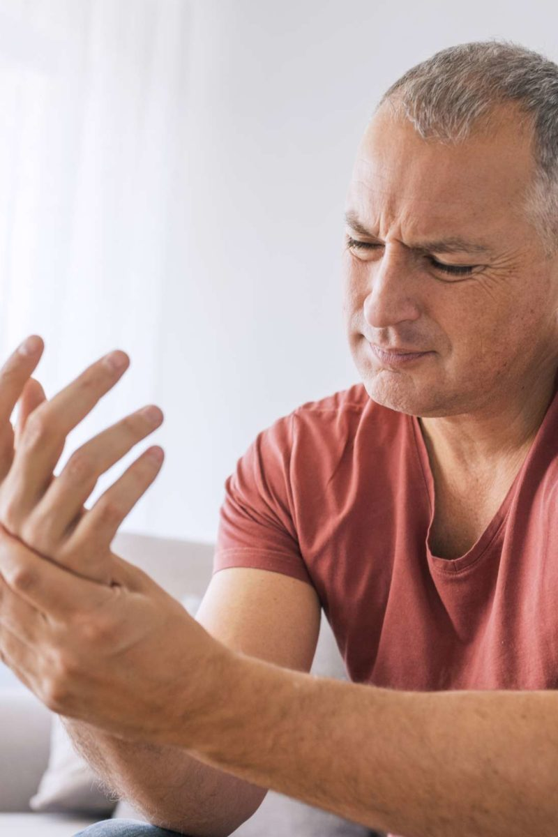 Numbness in fingers: 6 possible causes