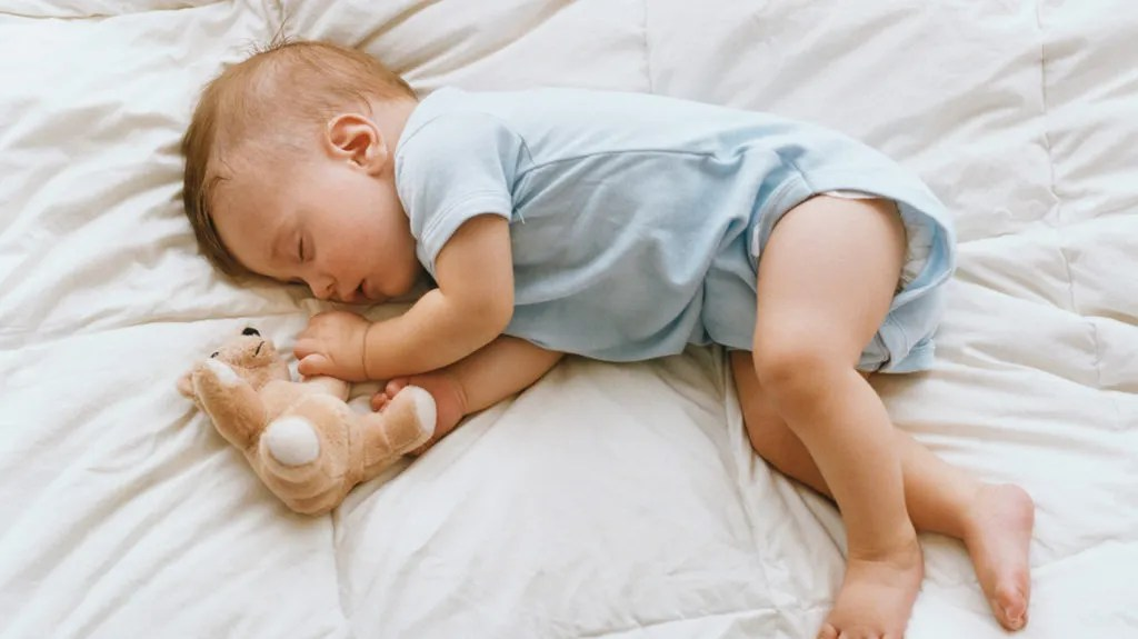 Baby sleeping on side: Is it safe and best positions