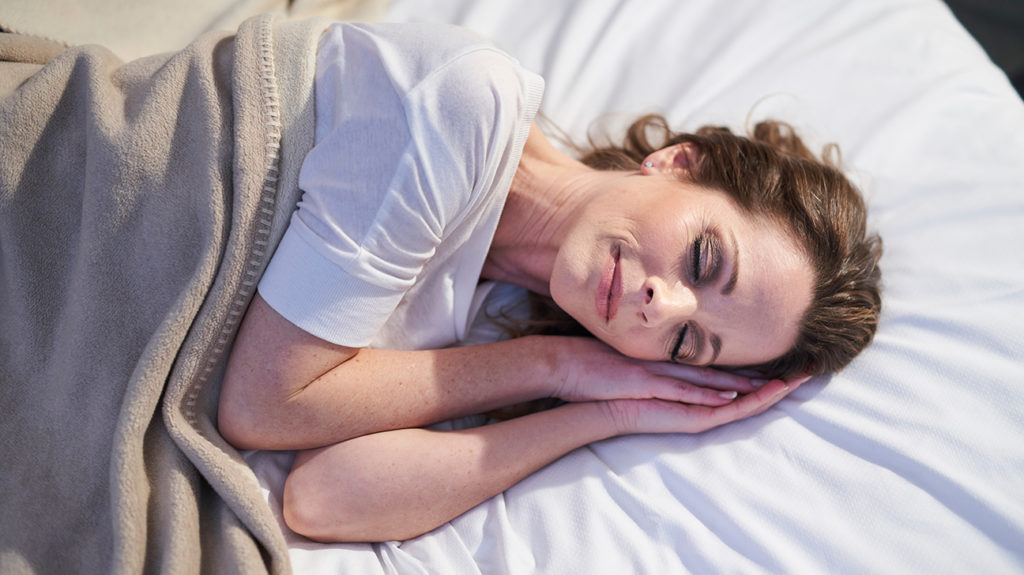 Sleeping without a pillow: Benefits and risks